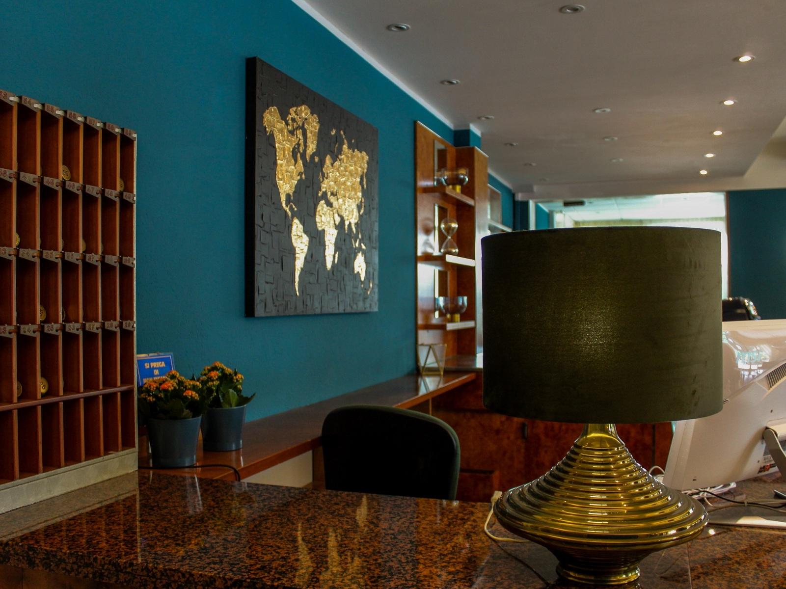 Base-Hotel-Helios-reception-1