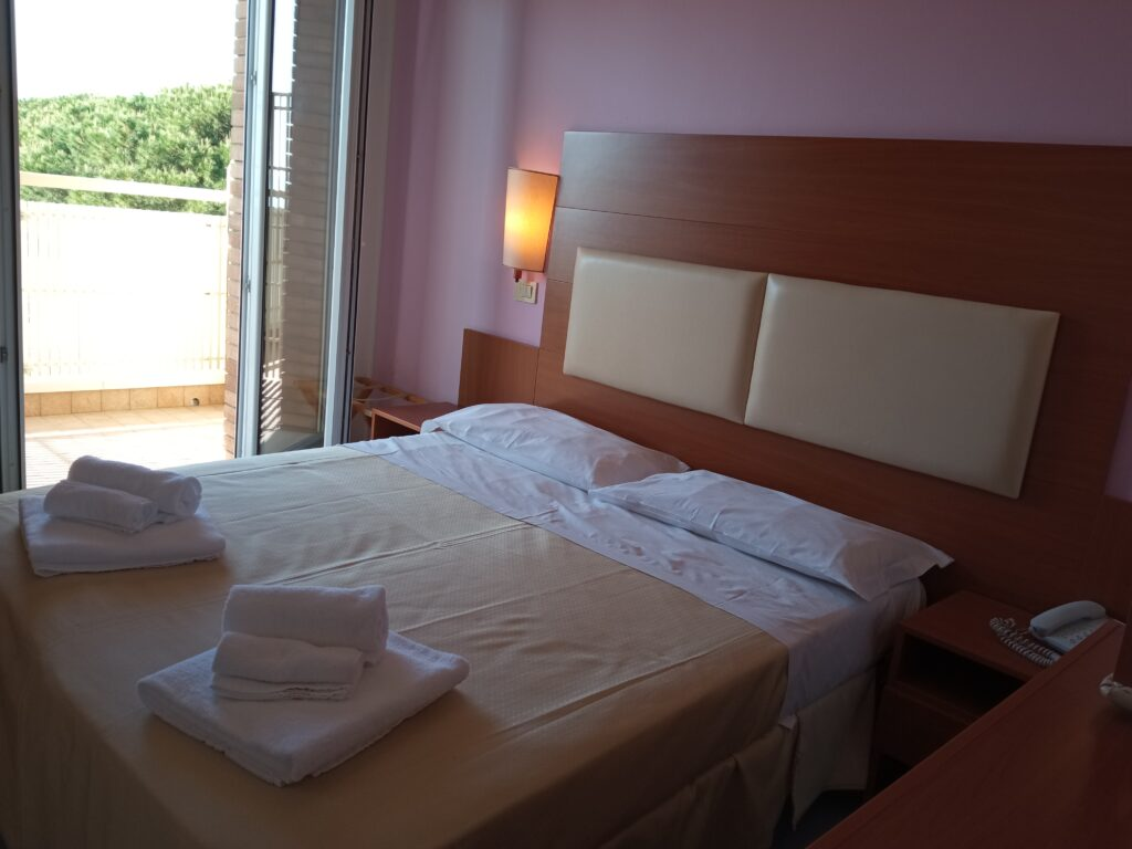prenota Base Hotel Helios Milano Marittima